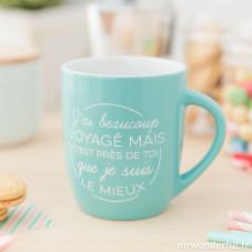 """Mug """"J'ai beaucoup voyagé mais c'est près de toi que je suis le mieux"""" (FR)"""