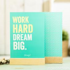 Póster com suporte de madeira- Work hard dream big