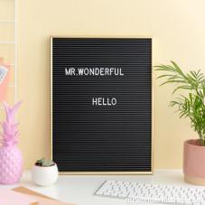 Letter board con lettere bianche