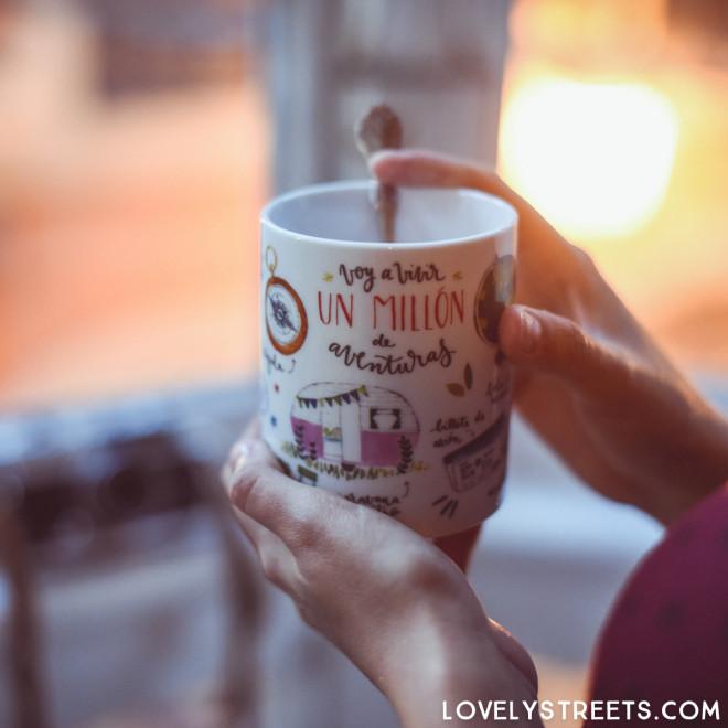 Mug Lovely Streets - Voy a vivir un millón de aventuras