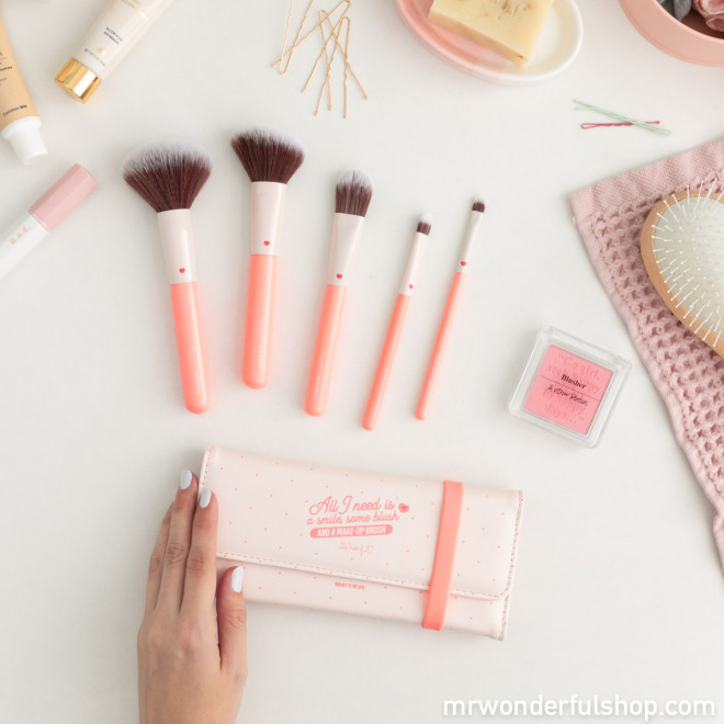 Makeup brush set - Some blush and a make-up brush