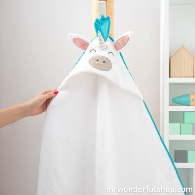 Hooded towel for little unicorns