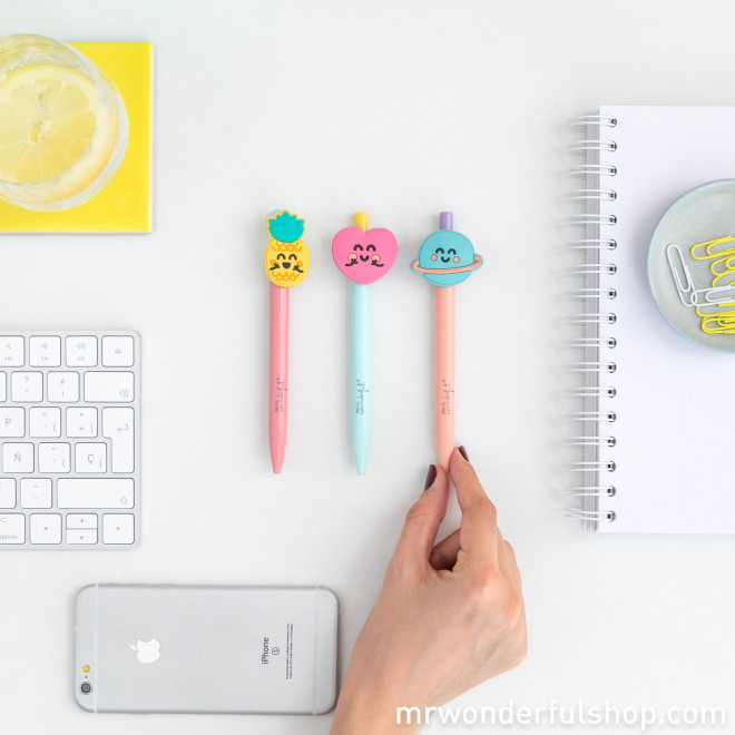 Set of 3 pens with shapes