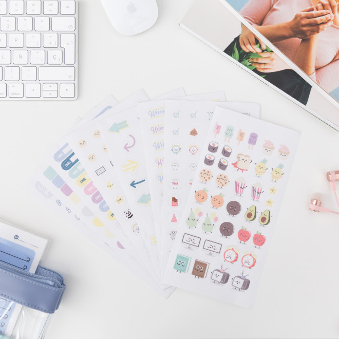 Kit to personalise and brighten up your diary (ENG)