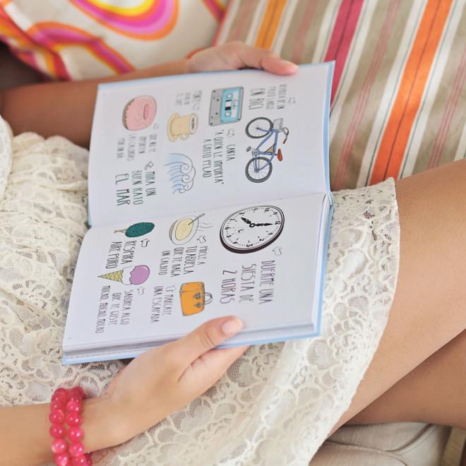 """Book """"Cosas no aburridas para ser la mar de feliz"""" (Non-boring things to do to be happy)"""