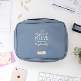 Toiletries bag - All you need is love and an hour to get ready (ENG)