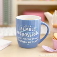 """Mug """"Ce qui semble impossible n'est parfois qu'une question de temps"""" (FR)"""