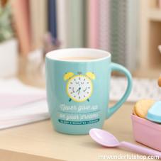 "Mug ""Never give up on your dreams - sleep 5 minutes longer"" (ENG)"
