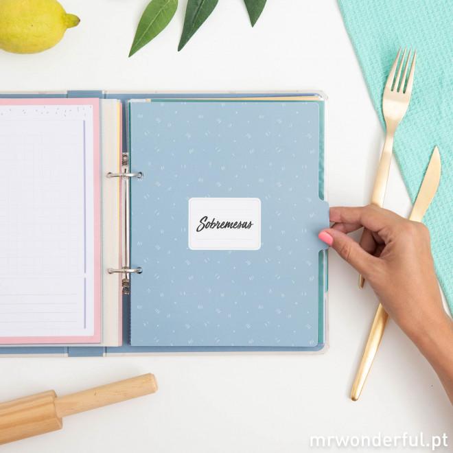 Livro de receitas com muito amor e um ingrediente secreto: tu!
