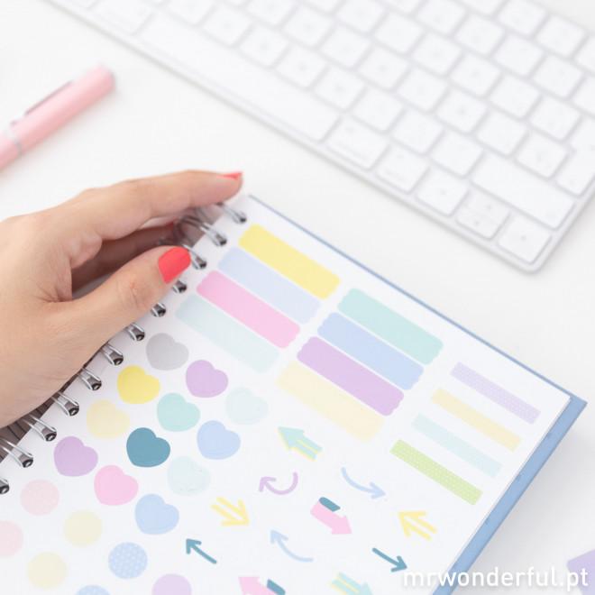 Caderno com linhas regresso às aulas