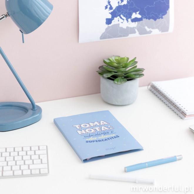 Caderno com autocolantes
