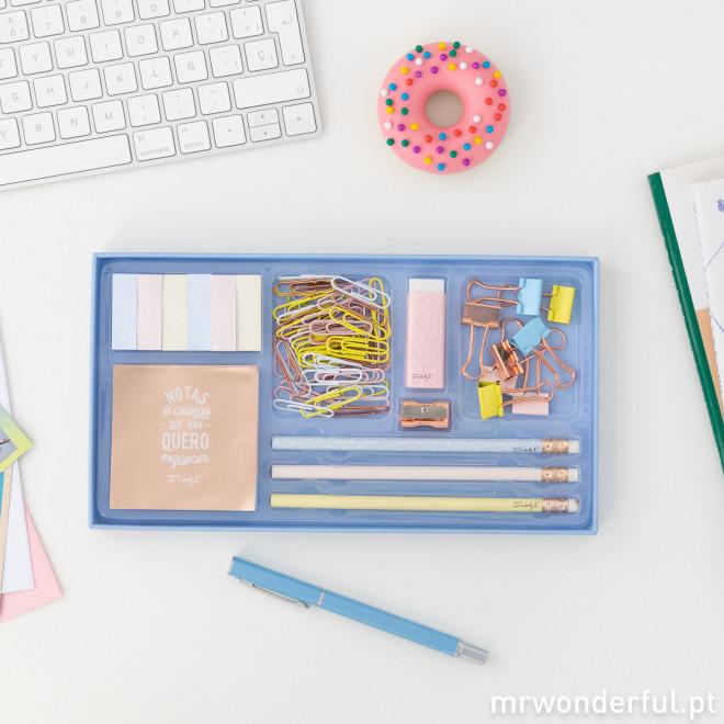 Conjunto de escritório com muitas coisinhas bonitas