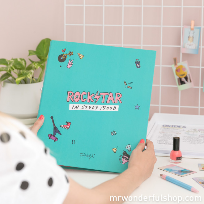 Dossier  - Rockstar in study mood (ENG)