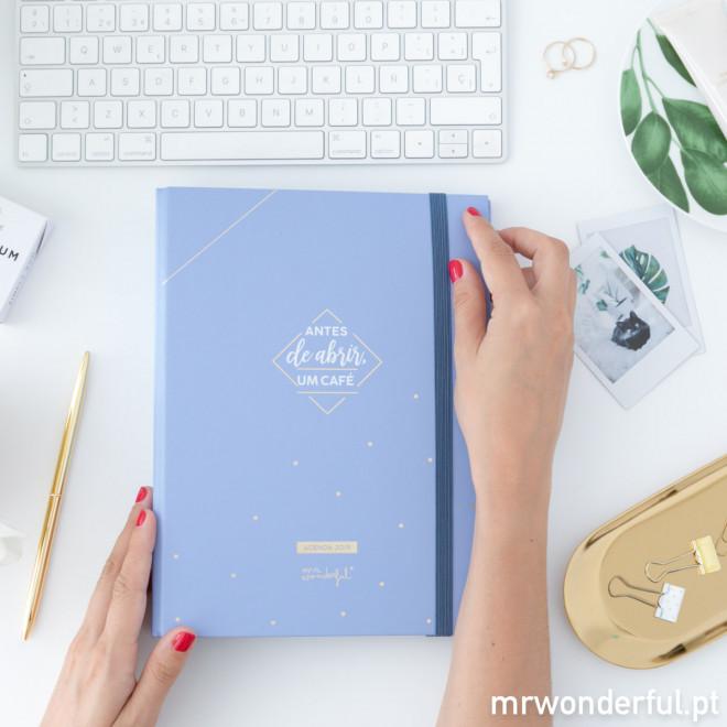 Agenda Anual Azul com argolas 2019 Vista semanal - Antes de abrir, um café. (PT)
