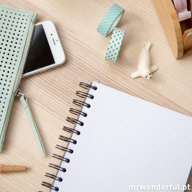 """Caderno """"Hoje vai ser o melhor dia da semana"""""""