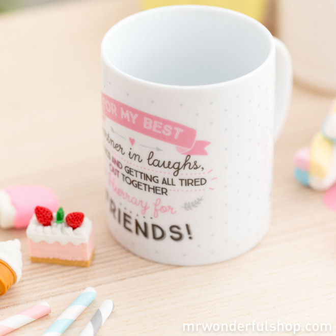 "Caneca ""For my best partner in laughs, frolics and getting all tired out together,Hurray for friends"" (ENG)"
