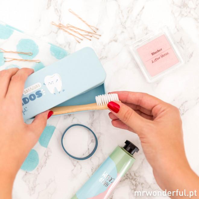 Estojo para escova de dentes – Dentes escovados, sorrisos rasgados (PT)