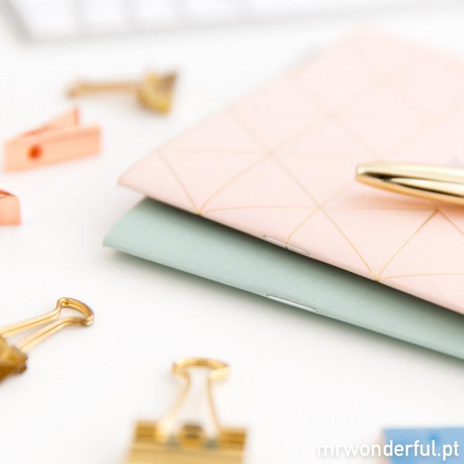 Conjunto de dois cadernos A5 com tintas de ouro e bronze (PT)
